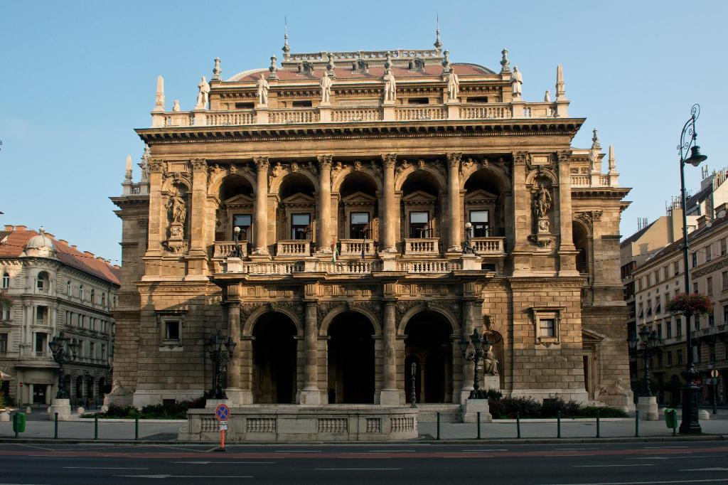 Hungarian State Opera House - 950 m from property N`joy Hostel