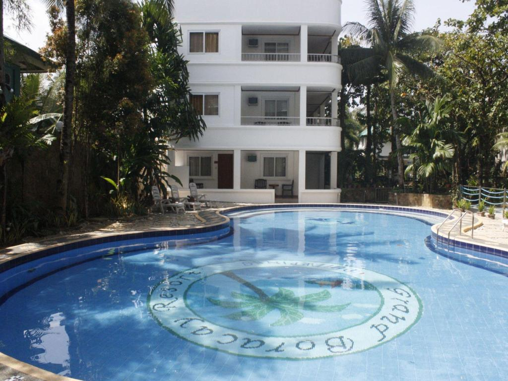 Piscina Grand Boracay Resort