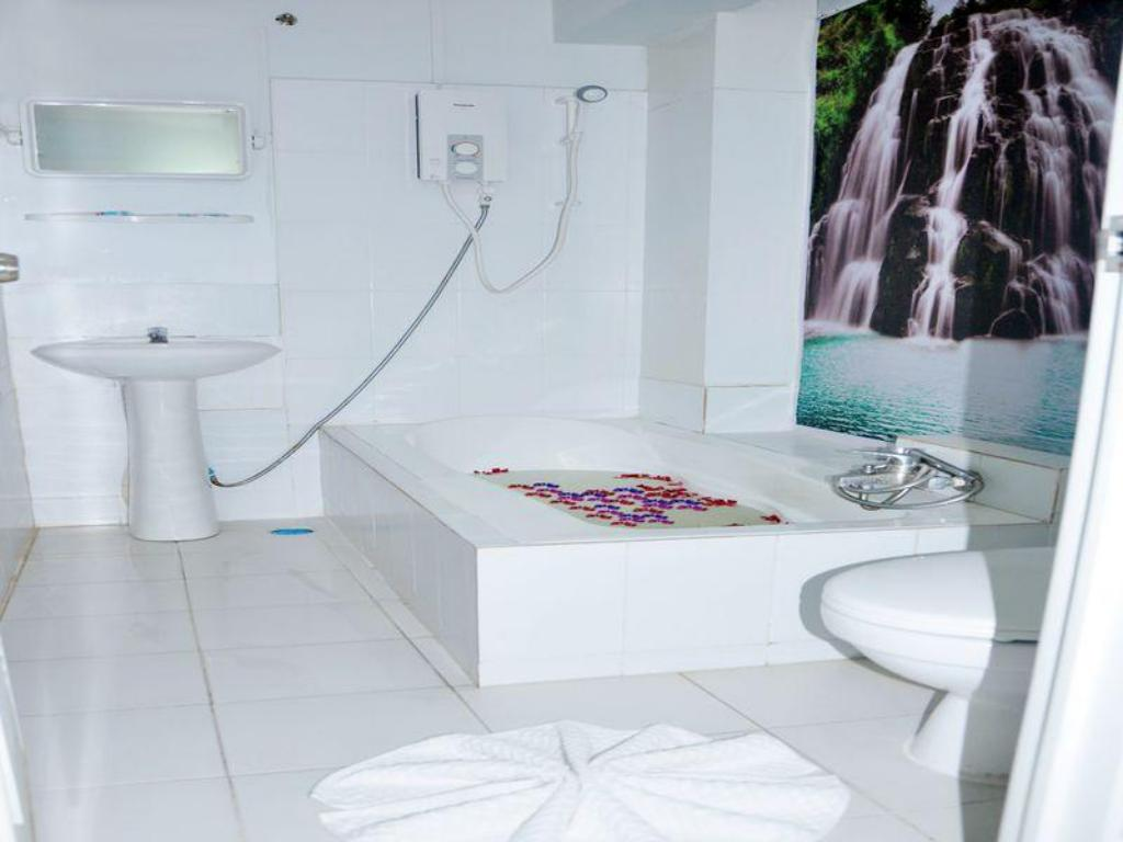 Bathroom Hotel Mahar
