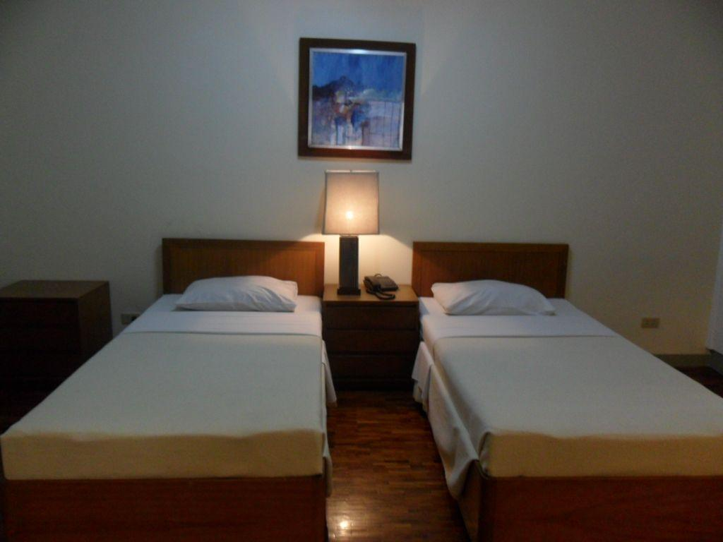 One Bedroom Standard - Bed Amorsolo Mansion Hotel