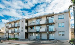 Glenelg Holiday Apartments