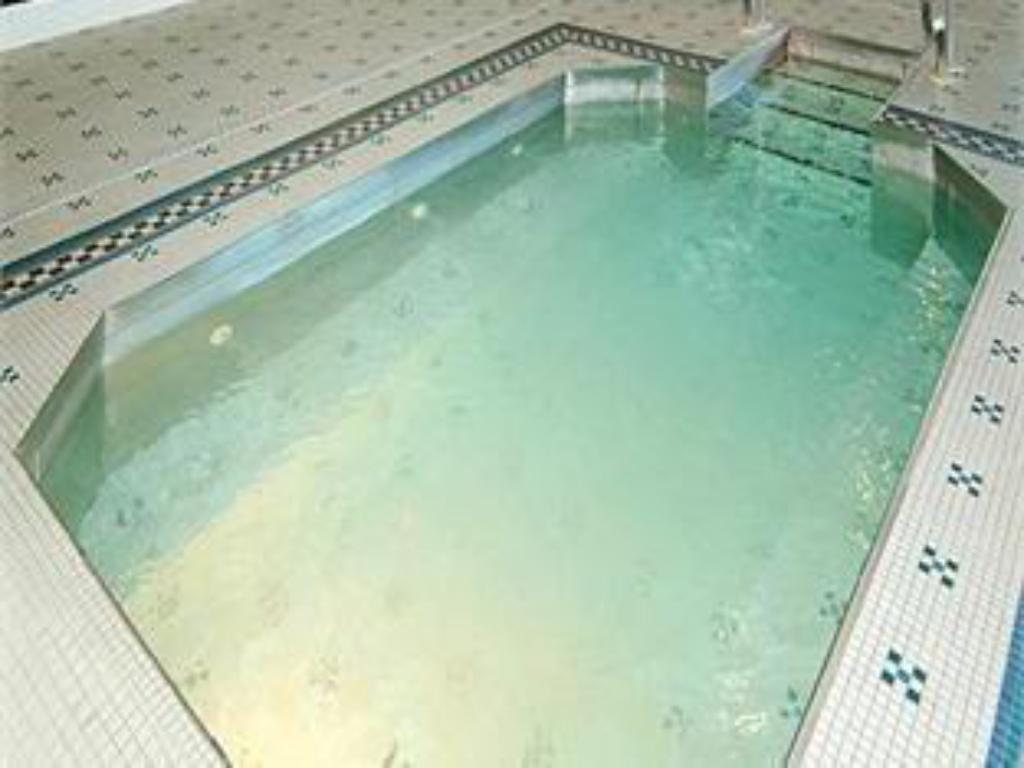 Swimmingpool HOTEL RENOVO
