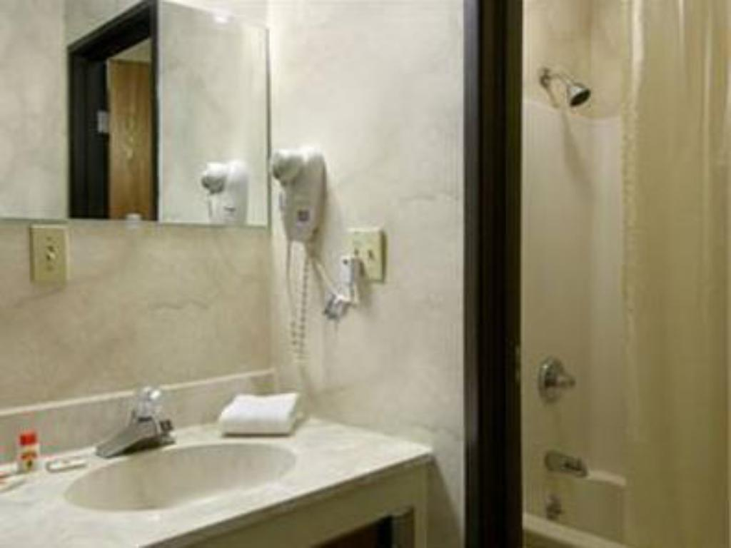 Queen Room - Non-Smoking Value Inn Harrisburg-York