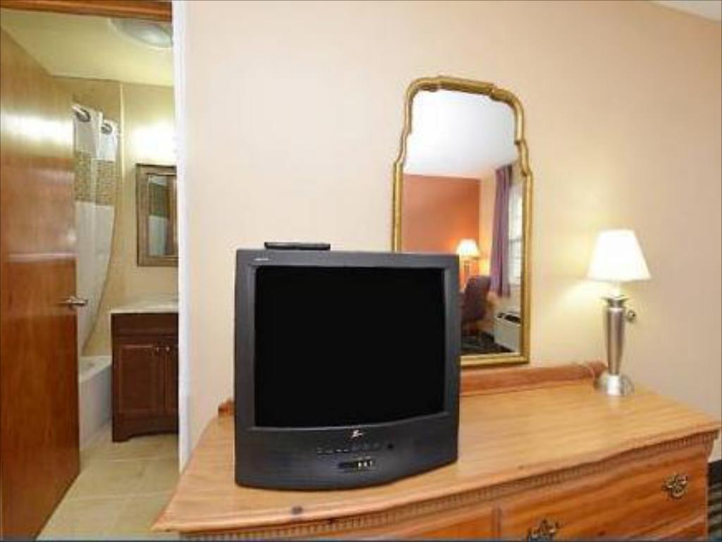 1 King Bed Smoking - TV Americas Best Value Inn Hotel