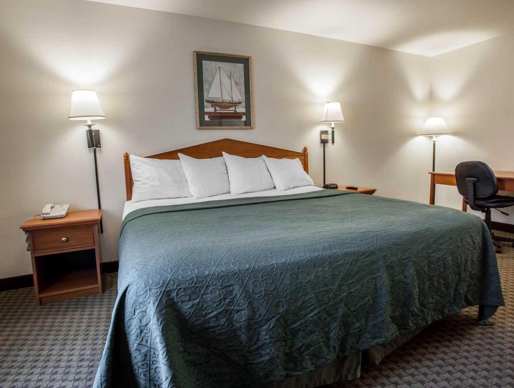 quality inn suites federal way seattle in federal way. Black Bedroom Furniture Sets. Home Design Ideas