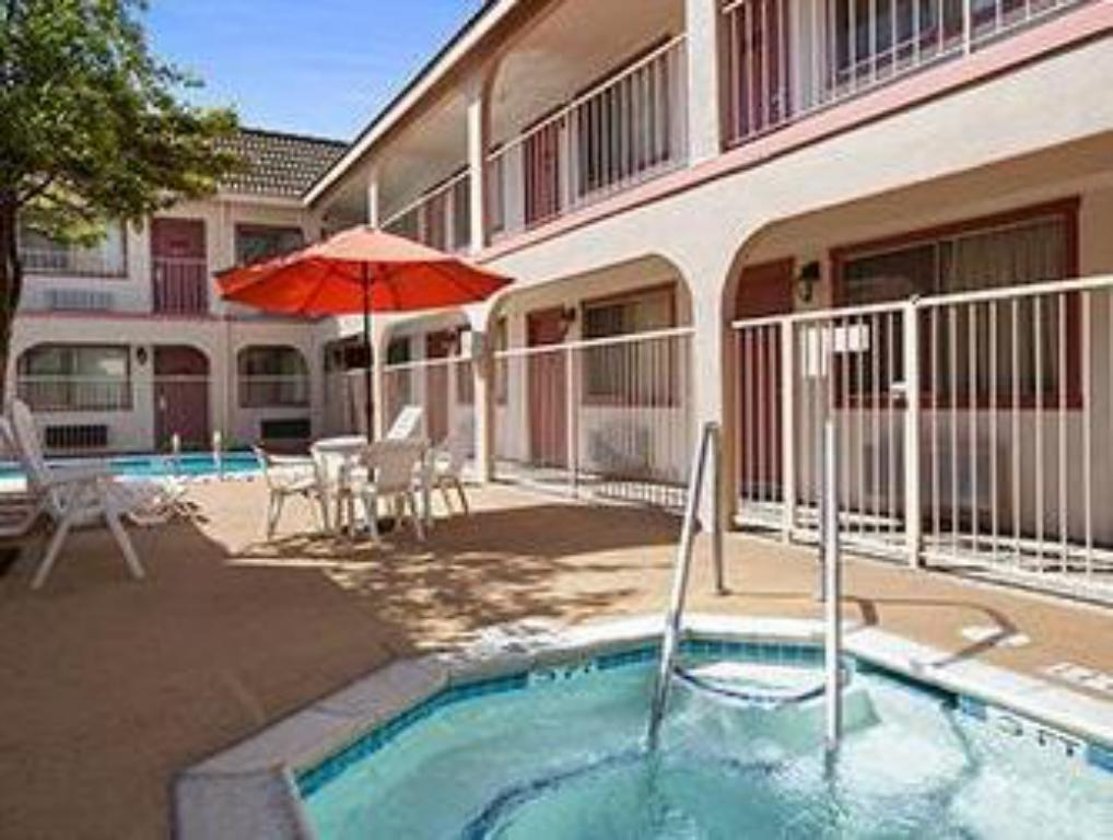 Piscina Econo Lodge