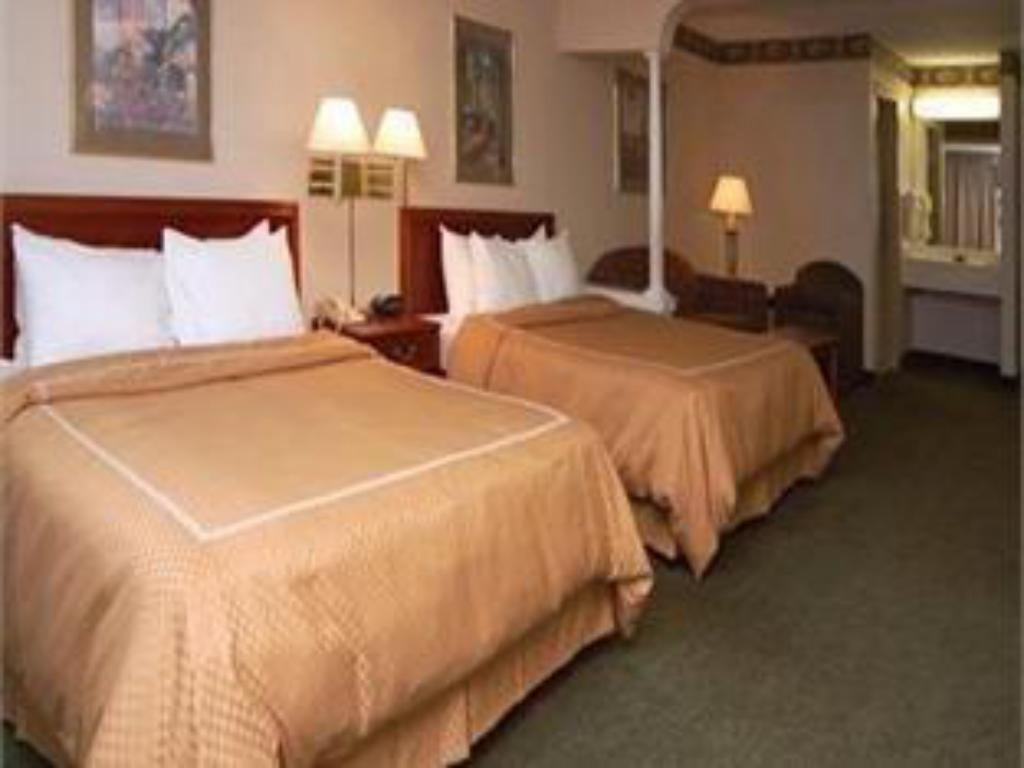 Queen Suite with Two Queen Beds - Non-Smoking Comfort Suites Grandville - Grand Rapids SW