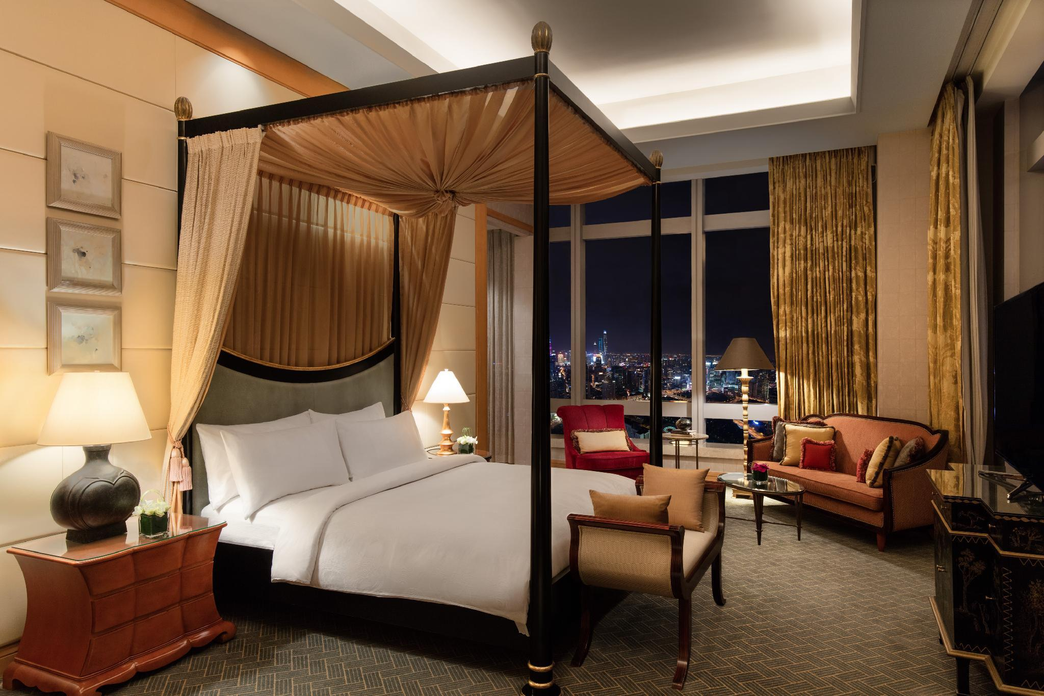 Chairman Suite, Executive level, 1 King, The Bund view