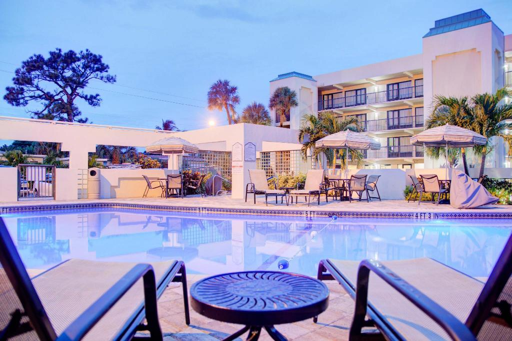Swimming pool [outdoor] Boca Raton Plaza Hotel & Suites