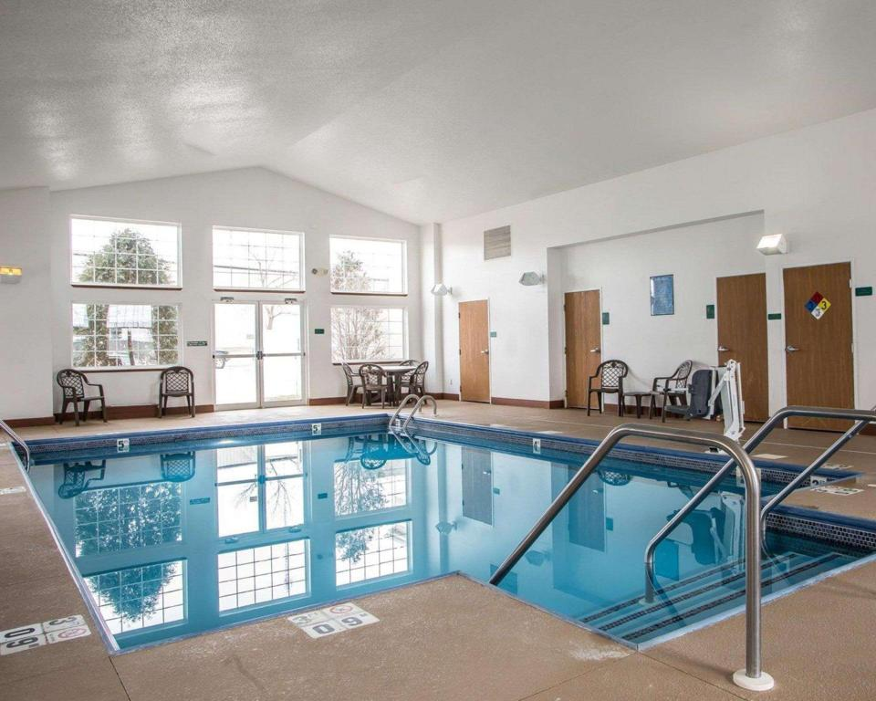 Piscina MainStay Suites (MainStay Suites Cedar Rapids)