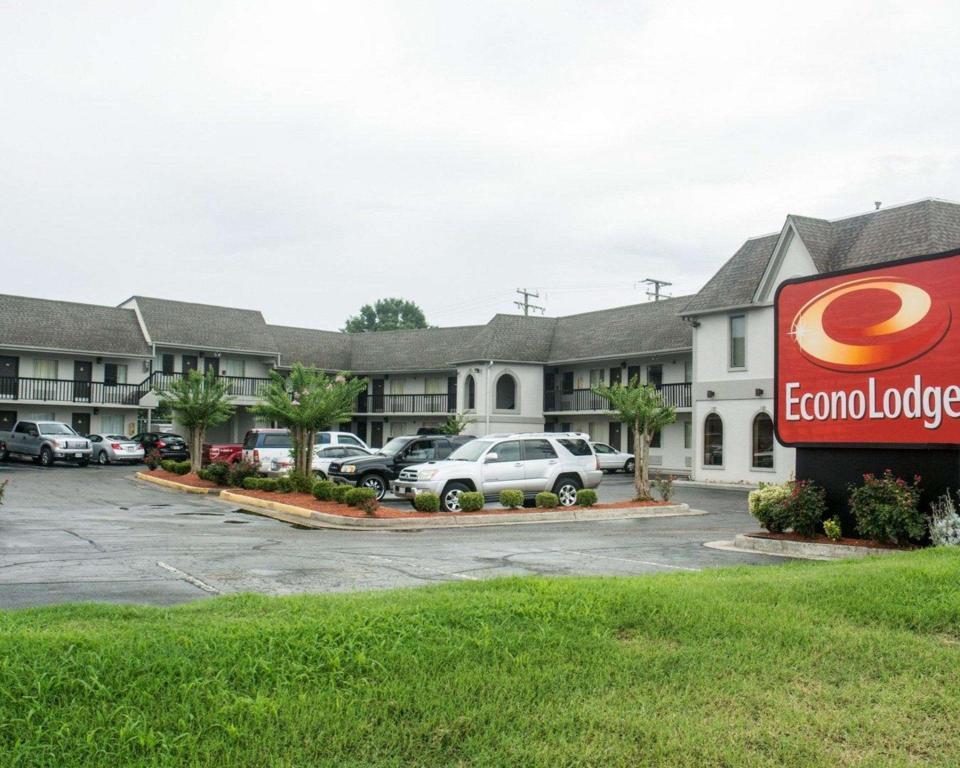 Econo lodge in chesapeake va room deals photos reviews - 2 bedroom suites in chesapeake va ...