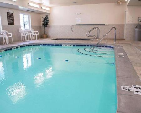 Peldbaseins Sleep Inn and Suites Davenport - Quad Cities