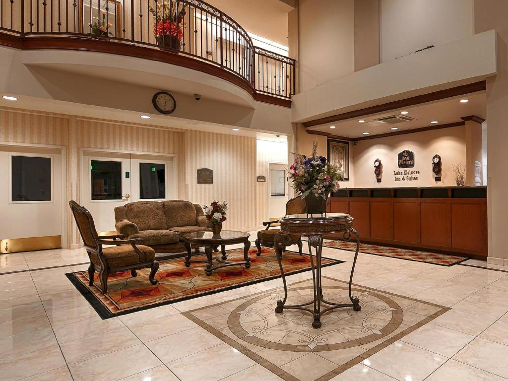 Vestíbul Best Western Plus Lake Elsinore Inn and Suites
