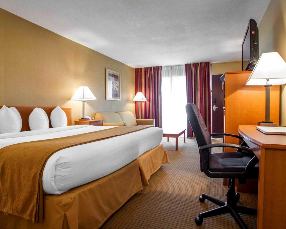 King Room - Non-Smoking Quality Inn Meadowlands