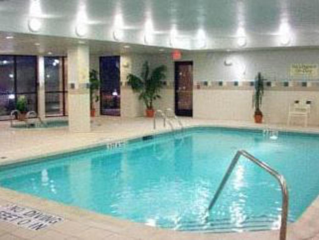 Swimming pool Courtyard Philadelphia Montgomeryville
