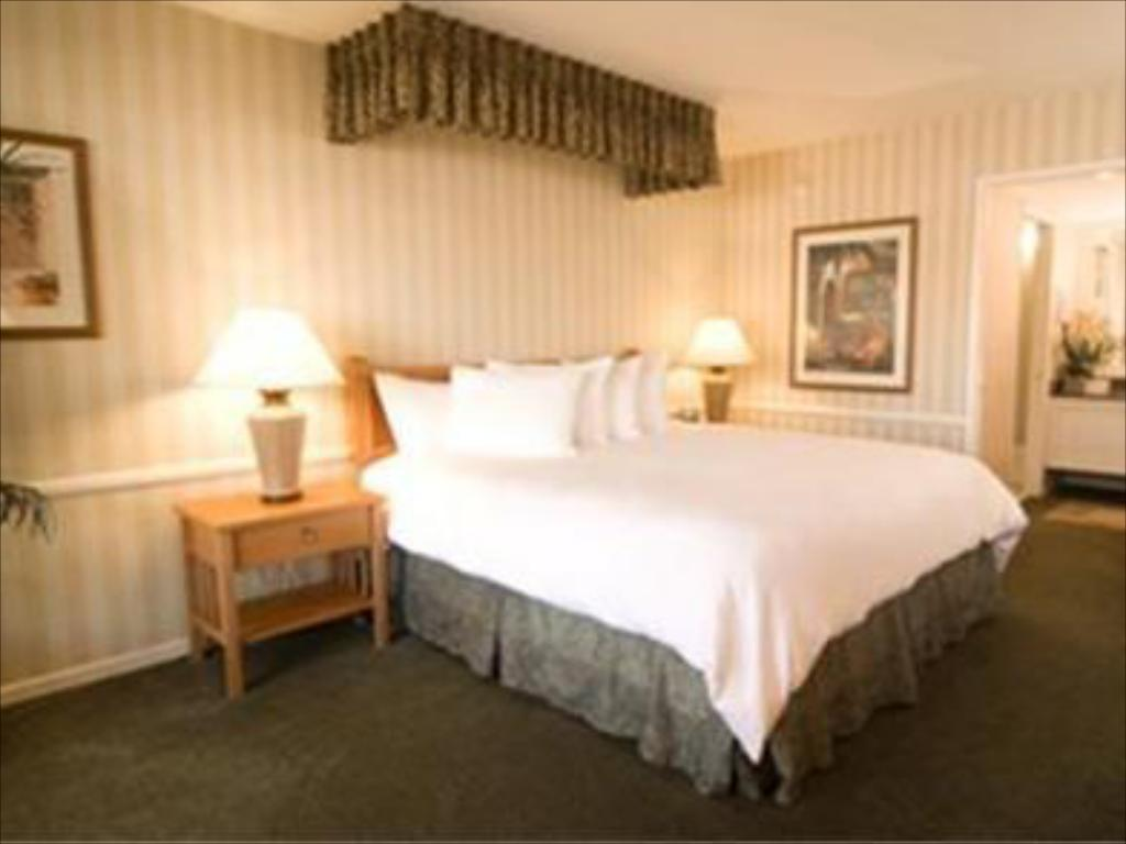 Deluxe Ocean View - Guestroom Best Western Plus Carriage Inn