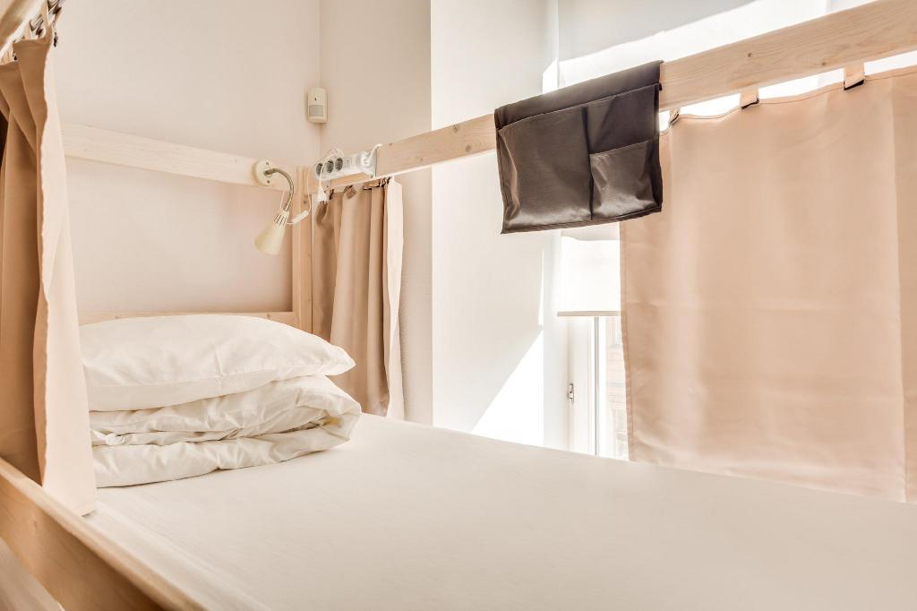 1 Person in 14-Bed Dormitory with Shared Bathroom - Mixed - Bed