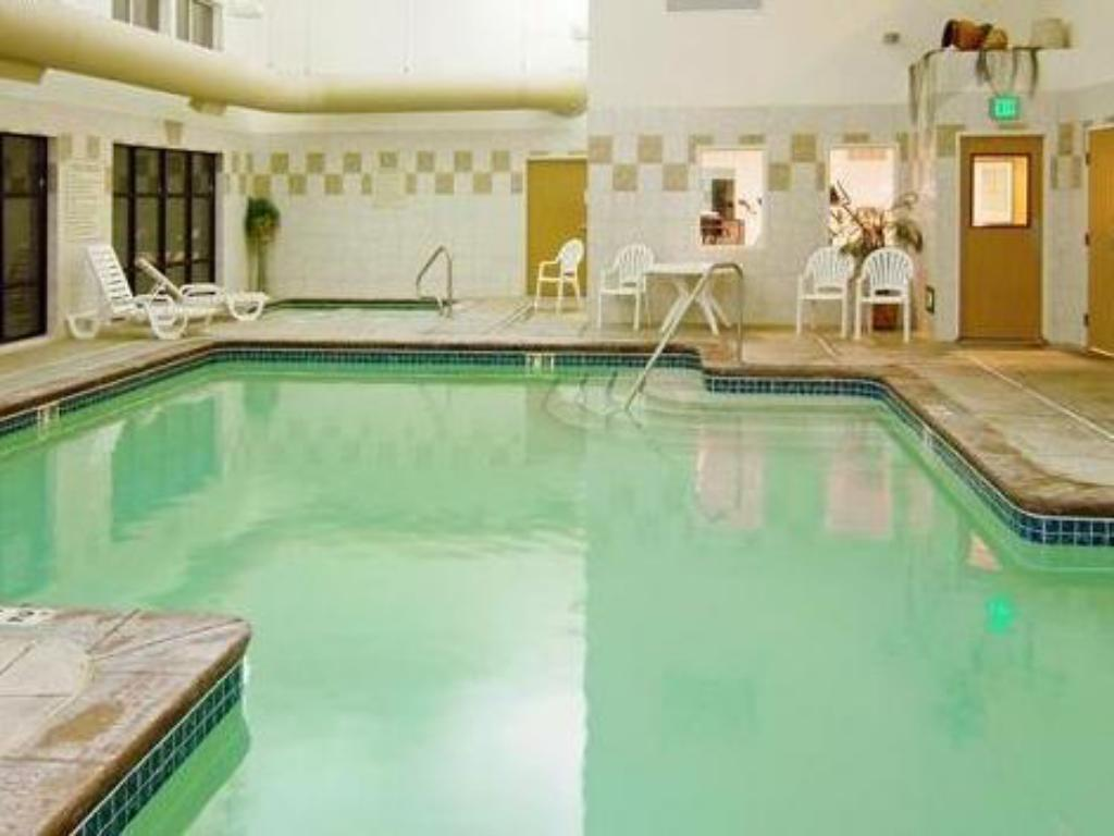 Swimming pool Holiday Inn Express & Suites Boise West - Meridian