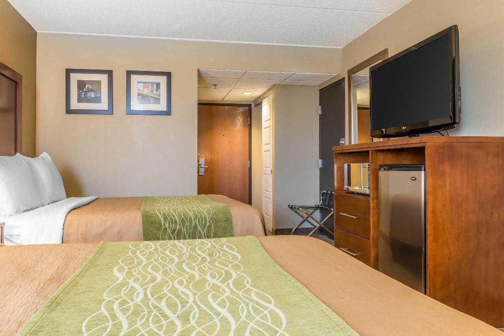 Double with 2 Double Beds - Non-Smoking Comfort Inn Cranberry Twp.