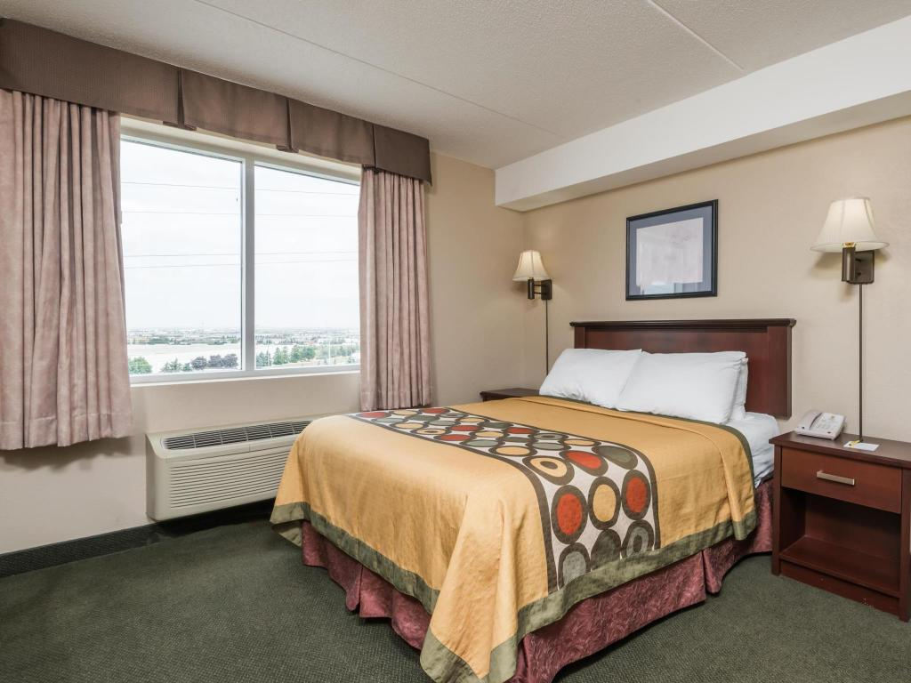 Super 8 By Wyndham Mississauga In Mississauga  On