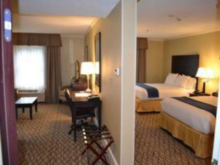 2 Bed Suite Non-smoking Holiday Inn Express and Suites Merrimack