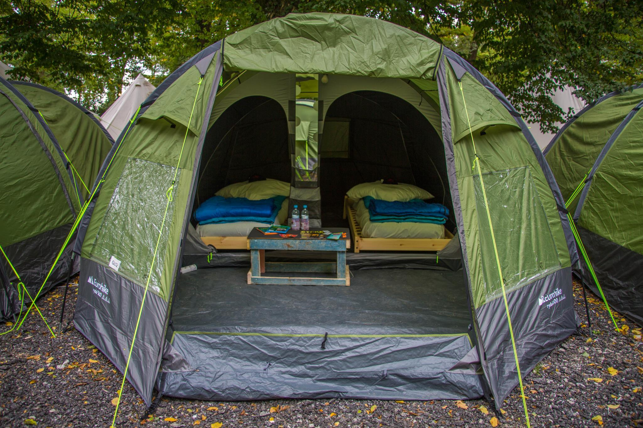 Cort standard iluminat - doar pentru cei peste 10 ani (Standard Glamping Tent - Above 10 Years Old Only)