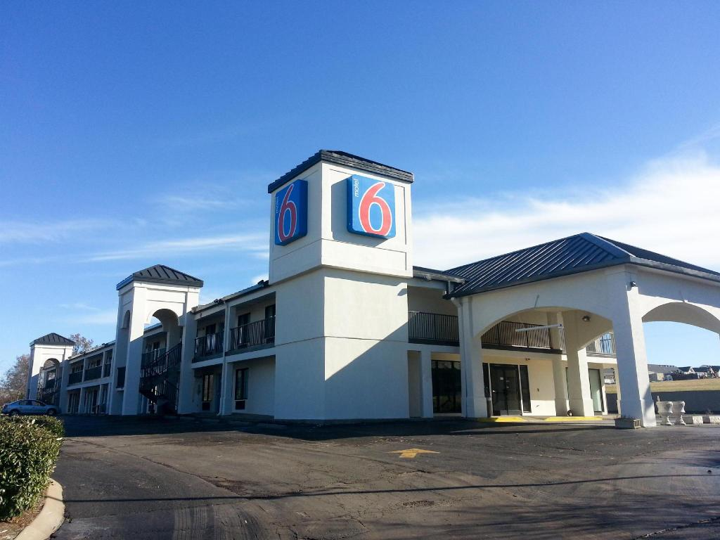 More about Motel 6 White House