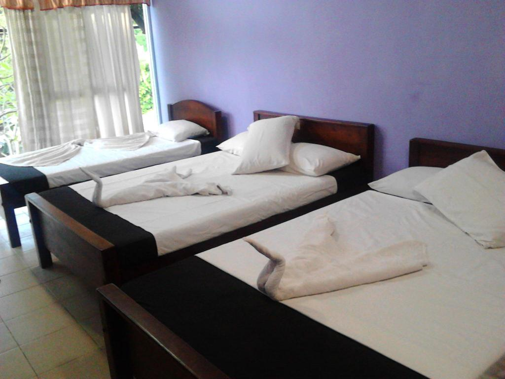 Double Hotel Dharshana