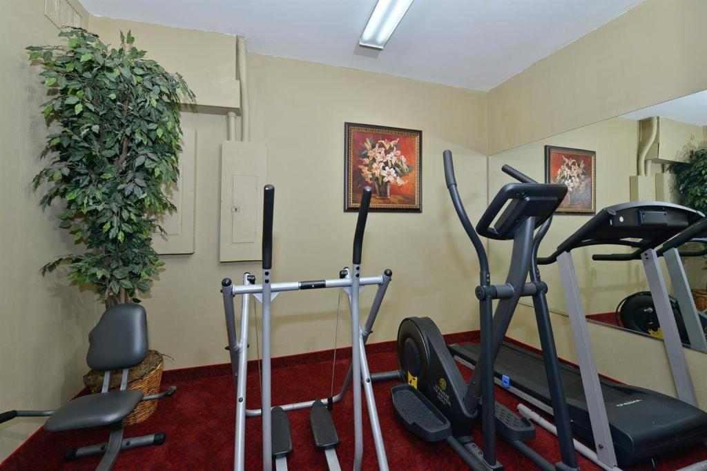 Academia Americas Best Value Inn & Suites - Haltom City, TX