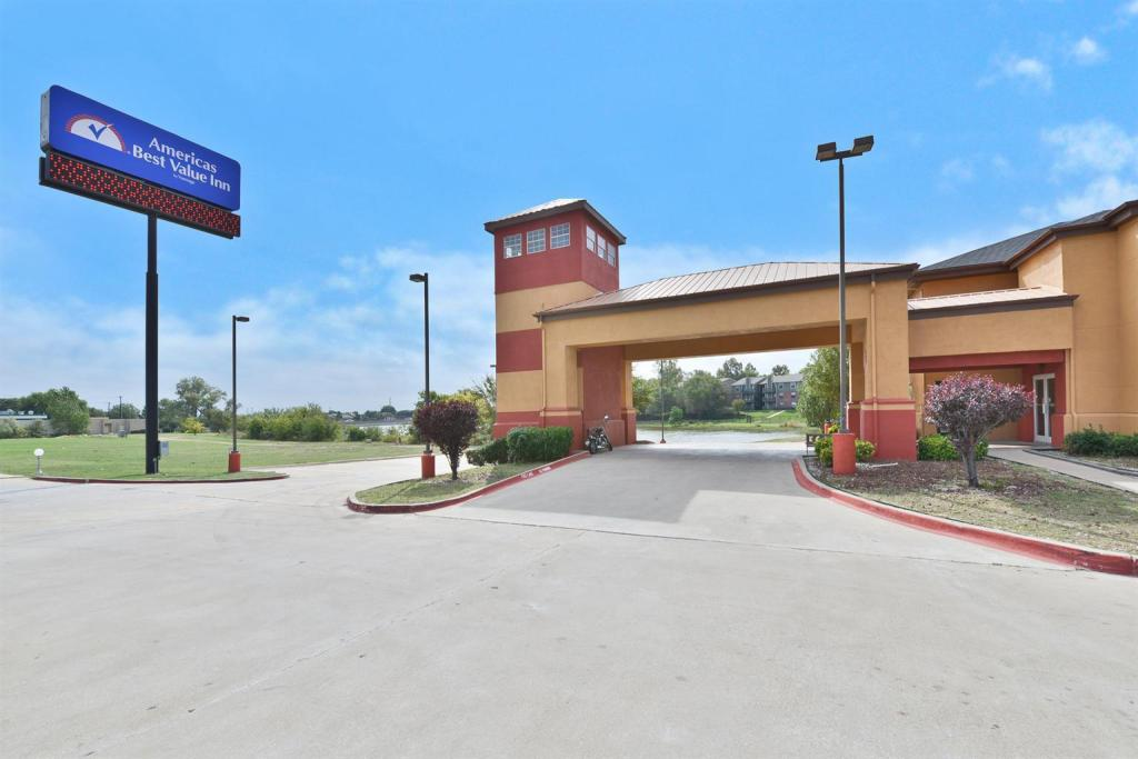Подробнее о Americas Best Value Inn & Suites Haltom City Ft. Worth