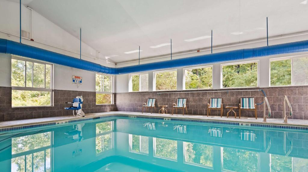 Piscina Best Western Plus New England Inn and Suites