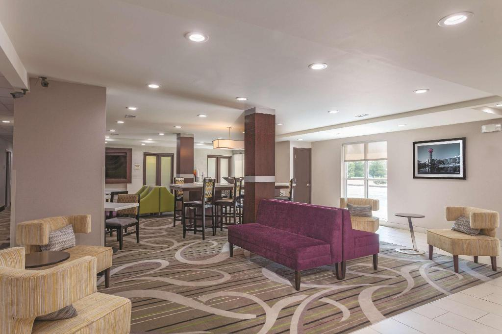 Lobby La Quinta Inn & Suites Knoxville North I-75