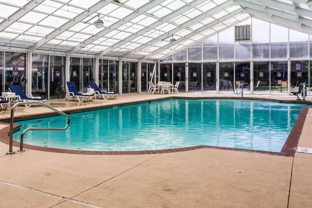 Sleep inn lake wright norfolk airport in norfolk va - Hotels with swimming pools in norfolk ...