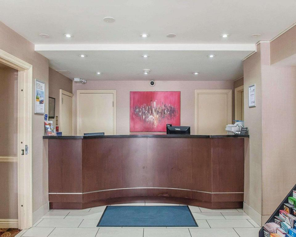Lobby Econo Lodge Inn and Suites Downtown Toronto