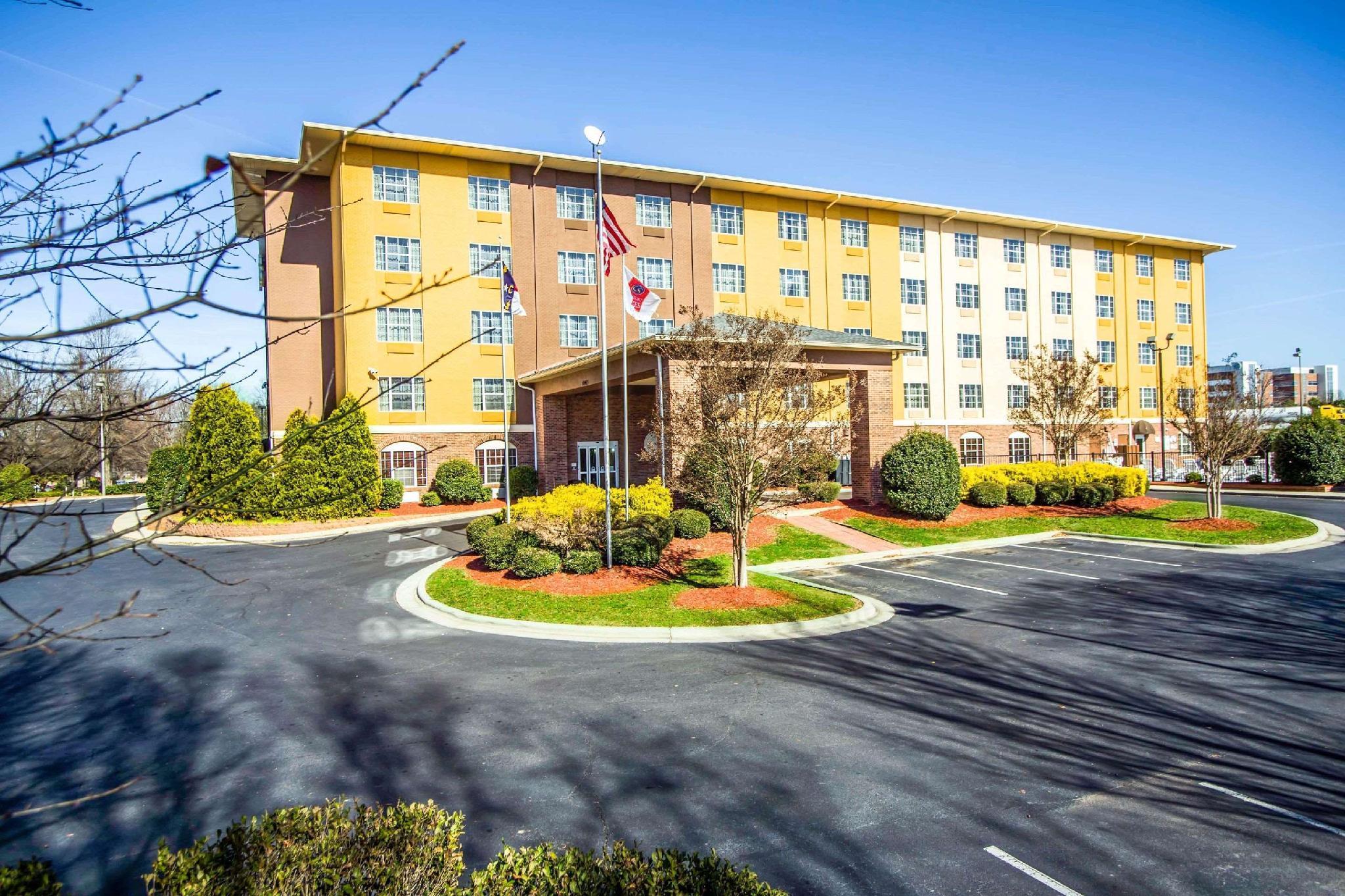 Comfort suites in charlotte nc room deals photos - Two bedroom suites in charlotte nc ...