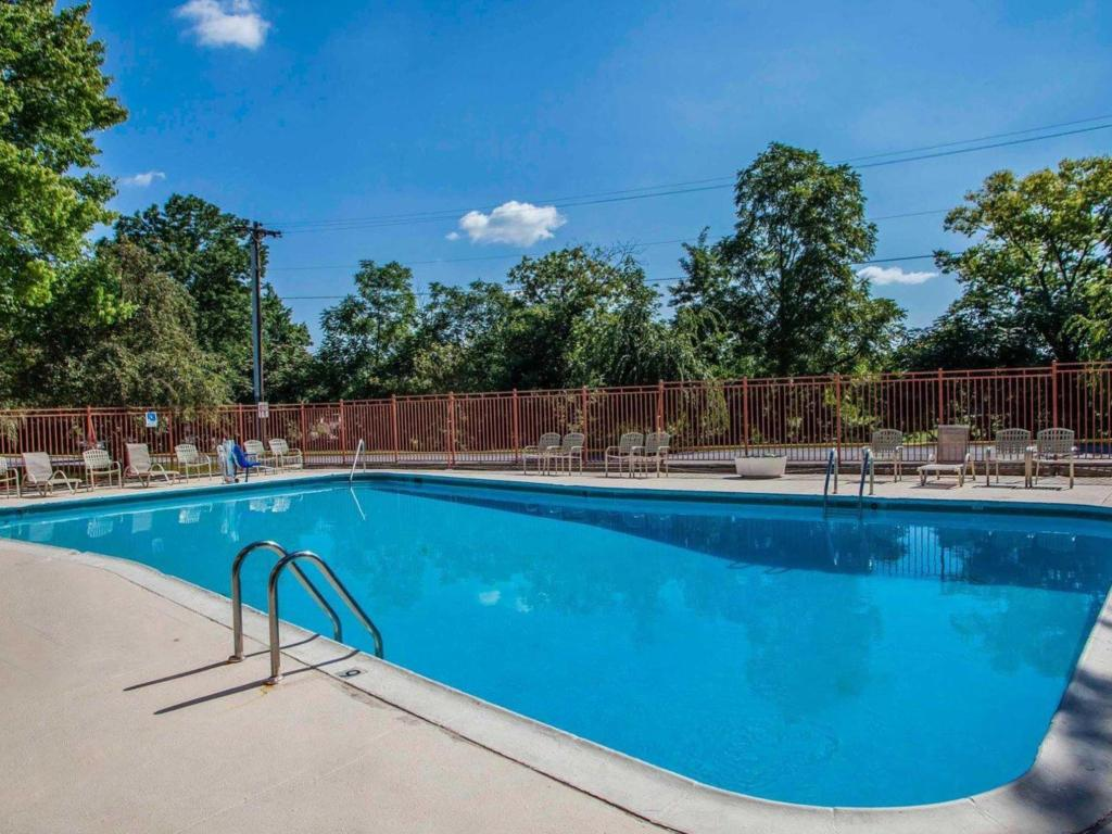 Swimming pool [outdoor] Quality Inn Pottstown