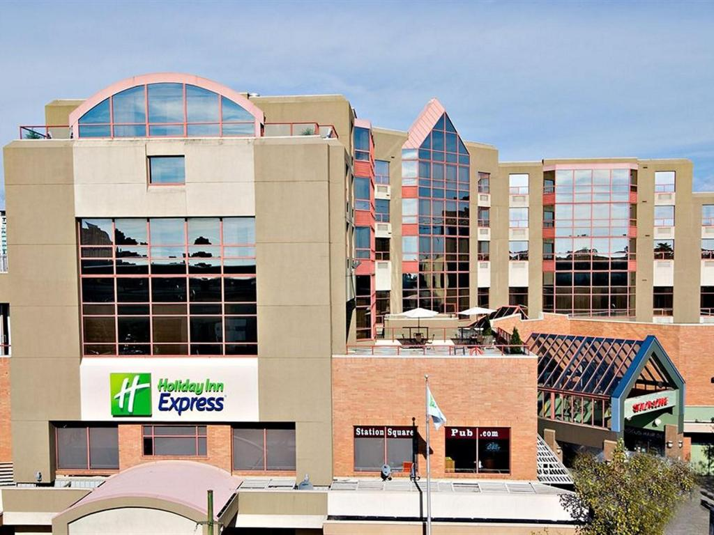 More About Holiday Inn Express Vancouver Metrotown Burnaby
