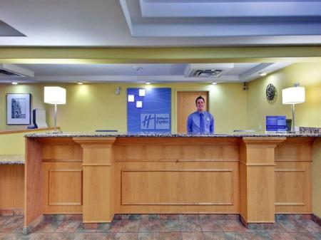 Лобби Holiday Inn Express Dryden