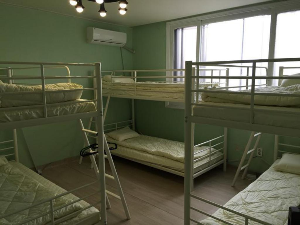 6-Bed Dormitory - Male Only Suwon Guesthouse 2nd Oppane
