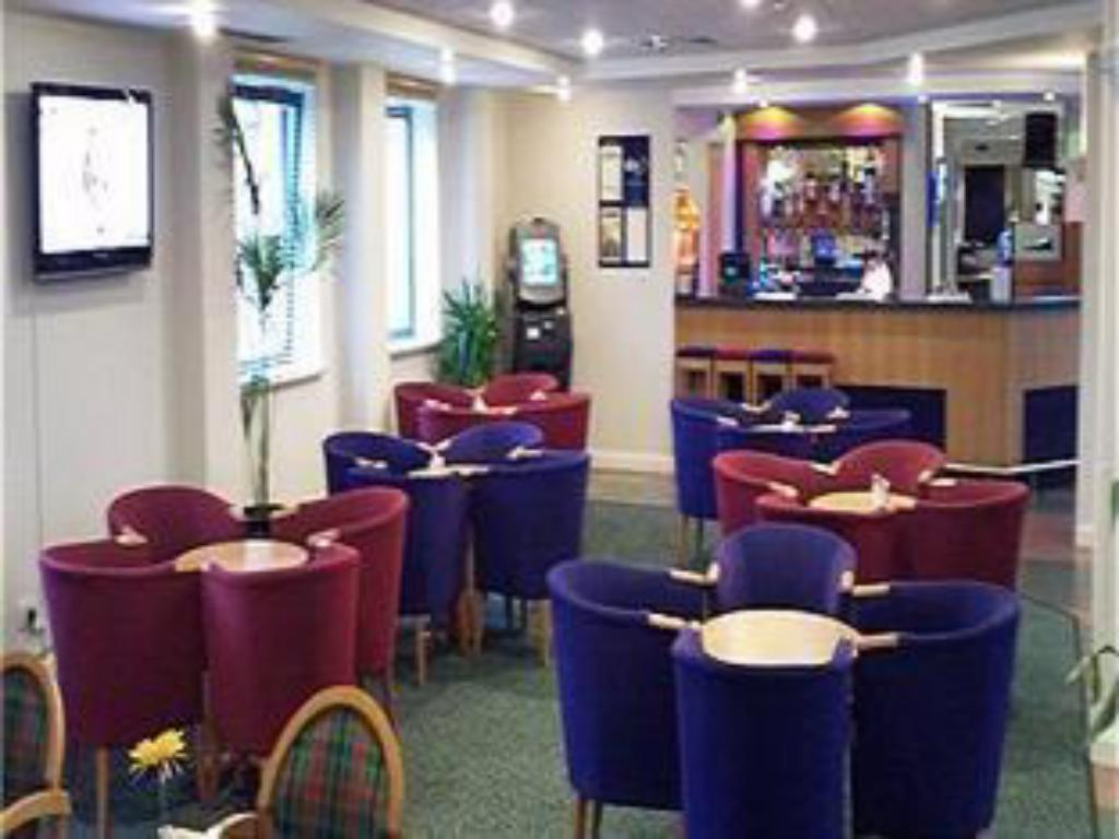 酒吧/Lounge Bar 伯明罕 - 布羅姆維奇城堡智選假日飯店 (Holiday Inn Express Birmingham - Castle Bromwich)