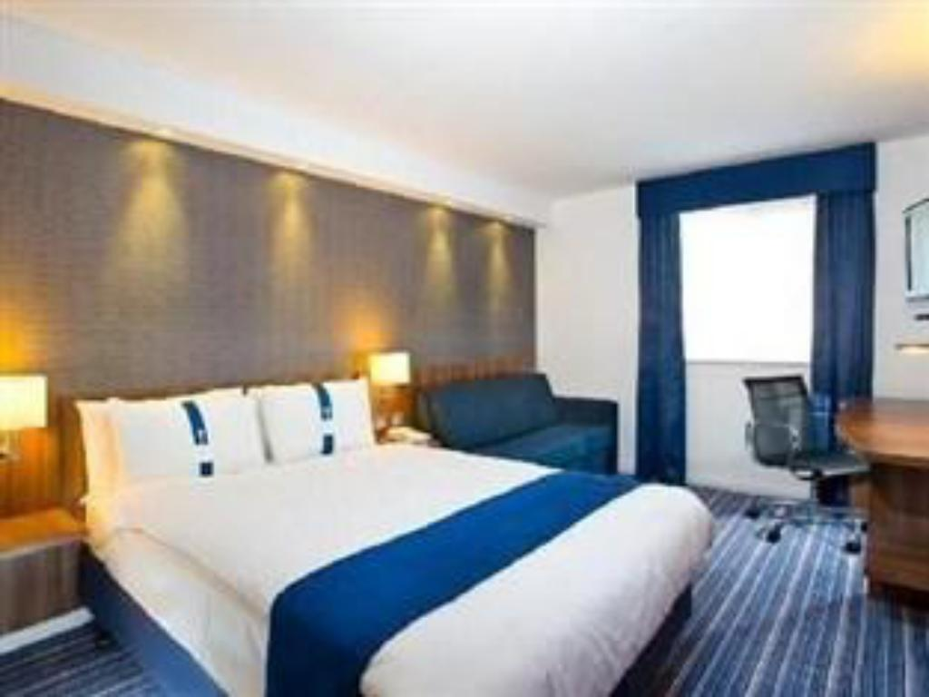 1 Double Bed Wheelchair Accessible Non-Smoking - מיטה Holiday Inn Express London Gatwick Crawley