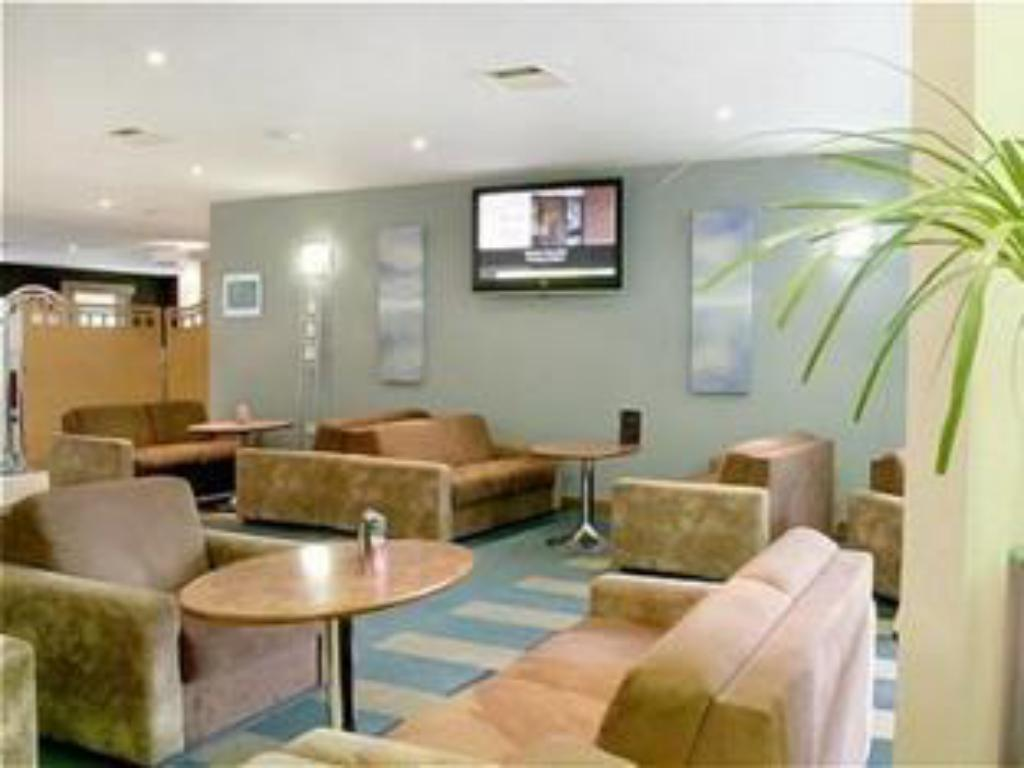 לובי Holiday Inn Bristol Airport
