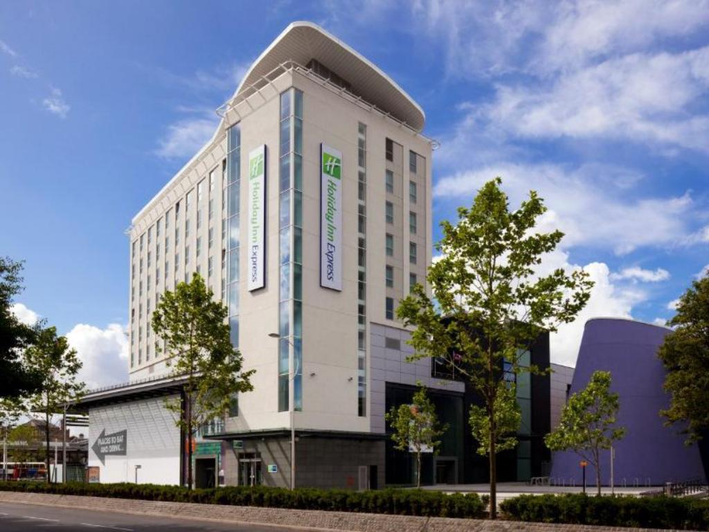 More about Holiday Inn Express Hull City Centre