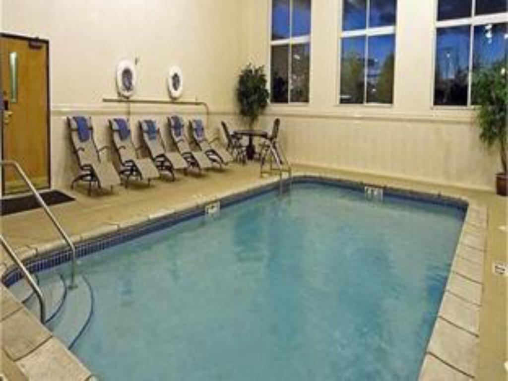 Swimmingpool Holiday Inn Express Hotel & Suites Chicago-Libertyville