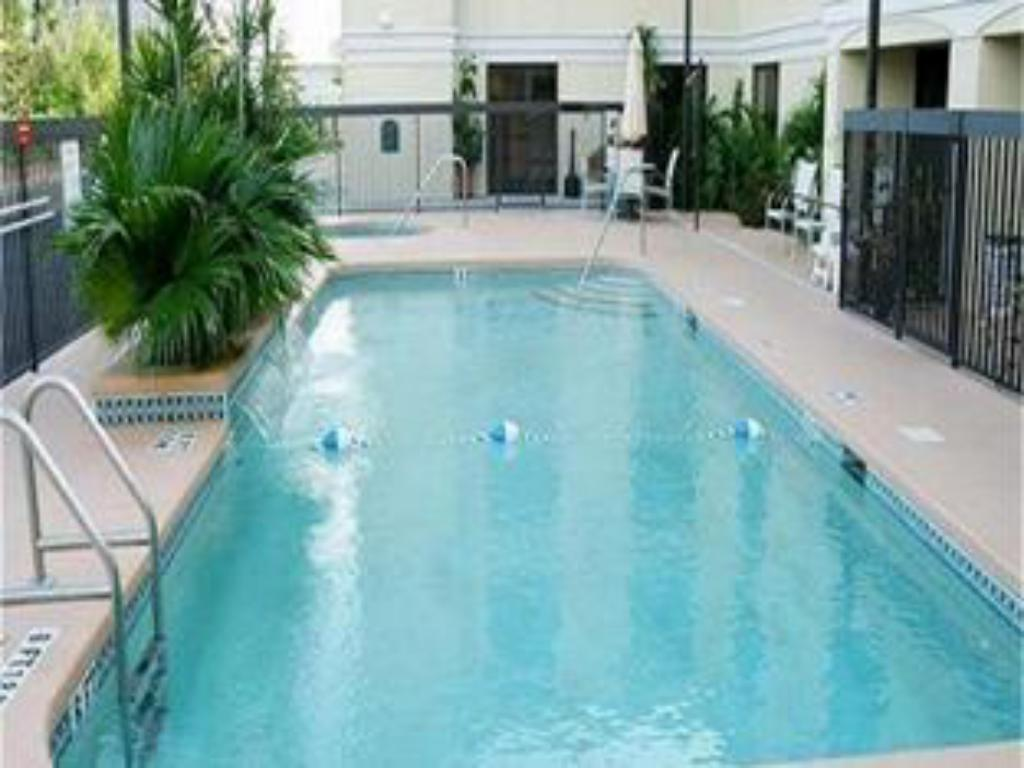 Swimming pool Holiday Inn Express Hotel & Suites Clearwater North/Dunedin