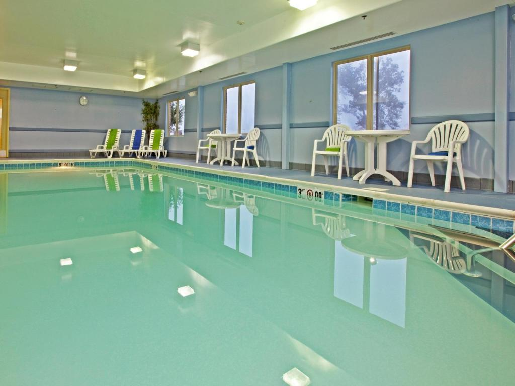 Swimming pool Holiday Inn Express Radcliff Fort Knox
