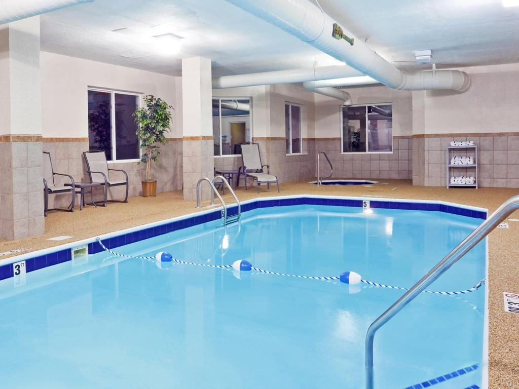 Best price on holiday inn express hotel suites newark heath in heath oh reviews Holiday inn hotels with swimming pool