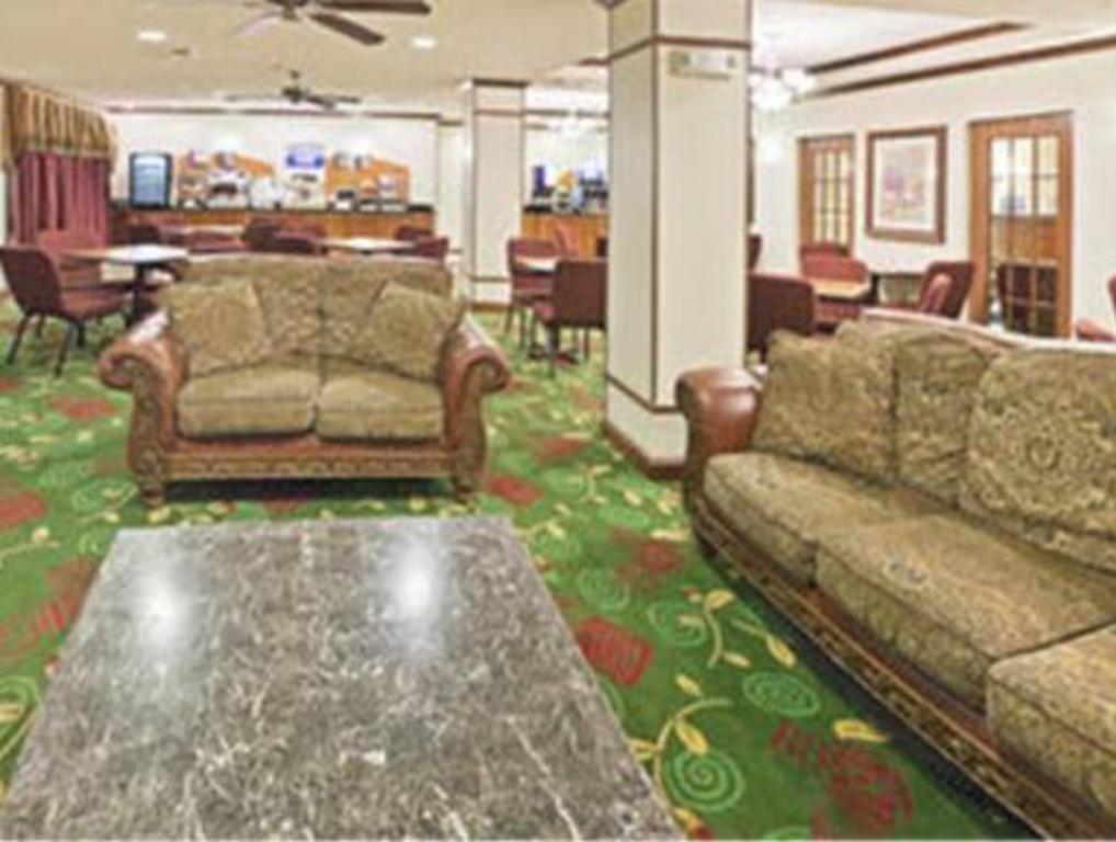 Lobby Holiday Inn Express Hotel & Suites Plainview