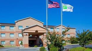 Holiday Inn Express Pocomoke City Hotel