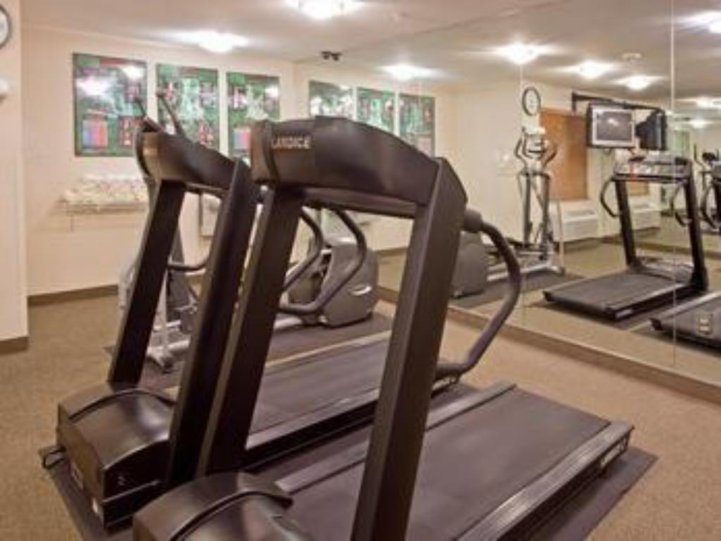 gym Candlewood Suites Beaumont Hotel